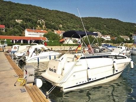 Motor Boat Bayliner 2355 Ciera Sunbridge Charter Croatia
