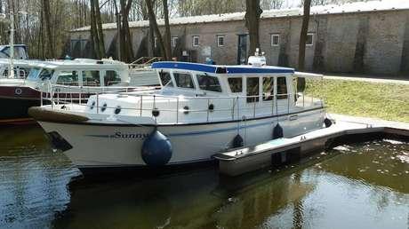 motorboot pedro donky 37 mieten deutschland binnengew sser obere havel charter motorboote. Black Bedroom Furniture Sets. Home Design Ideas