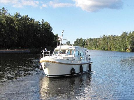 motorboot linssen grand sturdy 25 9 mieten deutschland binnengew sser mecklenburger seenplatte. Black Bedroom Furniture Sets. Home Design Ideas