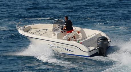 bateau a moteur saver